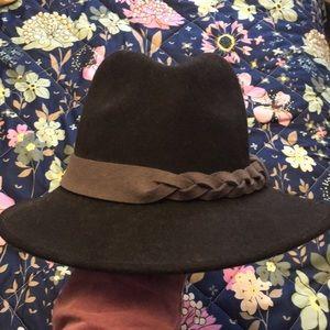 Jessica Simpson wool hat